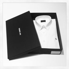 Pack your Feelings and Send them to your Customers. Dawn Printing Provides Custom Made Apparel Boxes Packaging to High End Clothing products. Shirt Packaging, Clothing Packaging, Fashion Packaging, Brand Packaging, Box Packaging, Fashion Branding, Packaging Design Inspiration, Apparel Design, Custom Clothes