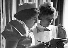 Staff nurse & student nurse The London Hospital Whitechapel Nursing Students, Student Nurse, Male Nurse, Vintage Nurse, School Pictures, Nurse Stuff, The Past, Medical, Nurses