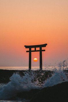 Shinto Japan by Yasuhiro Kurata Aesthetic Japan, Japanese Aesthetic, Beautiful World, Beautiful Places, Beautiful Pictures, Japanese Culture, Japanese Art, Monte Fuji, Art Asiatique
