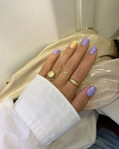 12 popular winter nail art trends that you need to try as soon as possible Ecem . - 12 popular winter nail art trends that you need to try as soon as possible Ecemella, out - Pastel Color Nails, Nail Colors, Lilac Nails Design, Yellow Nails, Purple Yellow, Minimalist Nails, Minimalist Fashion, Winter Nail Art, Winter Nails