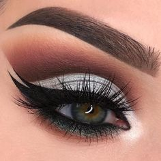Gorgeous Makeup: Tips and Tricks With Eye Makeup and Eyeshadow – Makeup Design Ideas Prom Eye Makeup, Silver Eye Makeup, Wedding Eye Makeup, Eyeshadow Makeup, Bright Eyeshadow, Eyelashes Makeup, Makeup Case, Makeup Brushes, Gorgeous Eyes