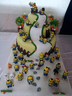 Minion cake can this be my birthday cake. Crazy Cakes, Fancy Cakes, Cute Cakes, Awesome Cakes, Minion Torte, Bolo Minion, Minion Cakes, Unique Cakes, Creative Cakes