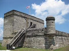 Did you know? St. Augustine has three forts that guard it. Castillo de San Marcos, Fort Mantanzas, and Fort Mose were all built to protect the city. The Castillo de San Marcos is the oldest masonry fort in the continental United States. #lafontana #florida #summer #floridaliving #condo #fun #fact #funfact #staugustine #didyouknow #trivia #castles #forts #city