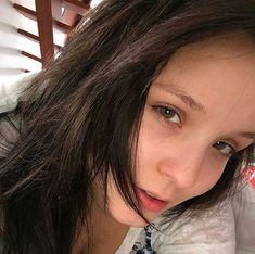 Seu olhos podem ser normais , mas para mim são os mais lindos do mundo , amor de fã não é brincadeira quando é verdadeiro dura pra sempre...