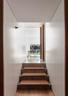 Tribe Studio Architects adds contemporary brick extension to a Sydney bungalow Interior Stairs, Living Room Interior, Interior Architecture, Interior Design, Modern Minimalist Living Room, Minimalist Home Decor, Modern Living, Wooden Staircases, Stairways