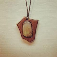 Vrije hand hanger met steeninleg door RiksGewijs op Etsy Pendant Necklace, Stone, Jewelry, Rock, Jewels, Schmuck, Jewerly, Jewelery, Jewlery