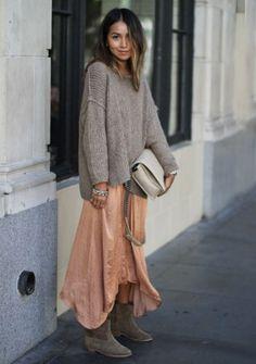 Sommerkleider im Herbst tragen: Boho-Style mit Oversize-Pulli