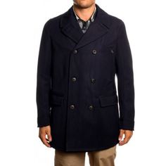 http://www.woolrichoutlettop.com/woolrich-admiral-coat Woolrich Admiral Coat with double-breasted designed that would keep men in heat and to make the coat resistant. Woolrich Outlet coat is designed with two flap pockets at both sides for storage accessories. Woolrich Arctic Parka looks full of modern elements and it owns a good quality. The result is Woolrich parka which can be worn during different seasons and in different environments. *Composition Outside: