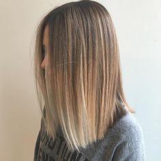 18 Ideas For Hair Blonde Balayage Straight Bob Hairstyles Balayage Straight Hair, Brown To Blonde Balayage, Short Straight Hair, Brown Blonde Hair, Straight Hairstyles, Bob Hairstyles, Layered Hairstyles, Balayage Lob, Blonde Honey