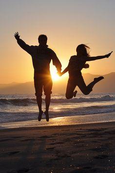 Couple's Beach Leap at Sunset Sunset Pictures, Beach Pictures, Couple Pictures, Beach Photos Couples, Beach Pics, Shadow Silhouette, Sunset Silhouette, Beach Shoot, Beach Trip