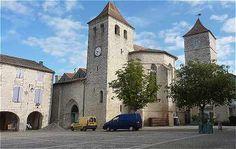 Place centrale du village de Lauzerte: église Saint Barthélémy