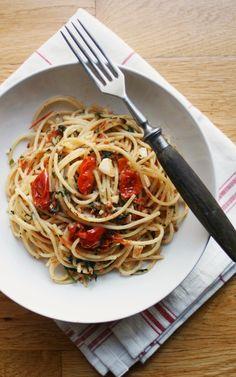 Makaron z suszonymi pomidorami i czosnkiem