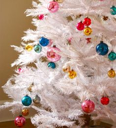 white-christmas-tinsel-pink-blue-yellow-tree-decorated-non-traditional-unique-theme-fun-wreath-ornament-holiday-modern-stylish-gorgeous-livingroom-holiday- ...