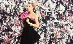 "NOVELTY: Pollock paintings as ""wallpaper""—a media stunt and appropriation of art by high fashion. The worst nightmare for a painter? Model for Jackson Pollock maleri. Foto af Cecil Beaton for Vogue, Arty Fashion, 1950s Fashion, High Fashion, Pollock Paintings, Cecil Beaton, Jackson Pollock, Trends, Vogue Magazine, Timeless Beauty"