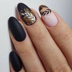 manicure con disegni floreali smalto nero effetto mat Spring Nail Art, Spring Nails, Summer Nails, Fun Nails, Pretty Nails, Xmas Nails, Gold Nail Designs, Nails Design, Gold Nail Art