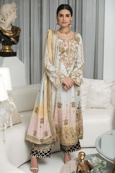 Pakistani Party Wear Dresses, Pakistani Wedding Outfits, Pakistani Dress Design, Party Dresses, Dress Indian Style, Indian Dresses, Indian Clothes, Indian Wear, Stylish Dresses