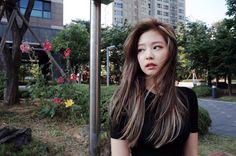 """2,491 Likes, 24 Comments - 정은 jeongeun (@jeong_eunn) on Instagram: """"_ 제니의 new hair colour❣️ base : ash brown + highlight 뭘 해놔도 흐뭇하게 만드는구나 제니가 어제 보내준 뜨끈뜨끈한 사진 고마우잉❣️…"""""""