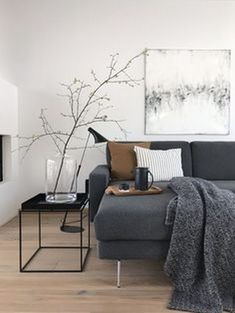 Living in winter: The most beautiful living and decoration ideas from January - Einrichtung - Wohnzimmer Living Room Remodel, Home Living Room, Living Room Designs, Living Room Decor, Decor Room, Room Decorations, Living Spaces, Black And Gold Living Room, Dark Grey Carpet Living Room