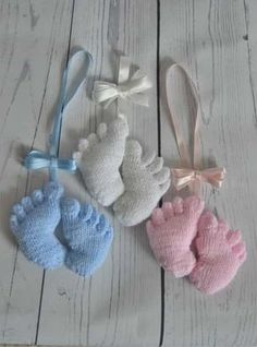 This feet knitting pattern is an easy and cute little pattern. Made in one piece it can be a pram charm or made as a memento of a new arrival.