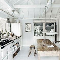 Mueble del fondo: para poner entre la mesa y la puerta del lavadero.  También podría ir las lámparas.