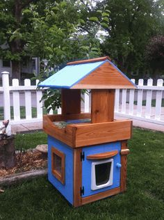 Great outdoor cat house. i would put legs on it to get it off the ground