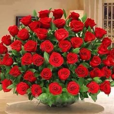 """The fragrance of God. is like a """"bouquet of roses."""" Lord, ur the Rose of Sharon,"""" & a sweet- smelling savour! Beautiful Rose Flowers, Love Flowers, My Flower, Beautiful Gif, Deco Floral, Floral Design, Happy Birthday In Spanish, Large Flower Arrangements, Birthday Wishes"""