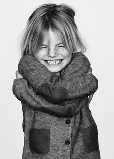 cute girl hugs herself | photography black white . Schwarz-Weiß-Fotografie . photographie noir et blanc |