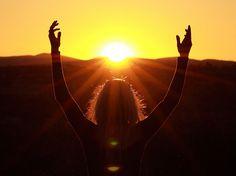 Que o sol possa aquecer o meu coração e me faça entrar em comunhão com o divino sagrado e sutil que nos protege***