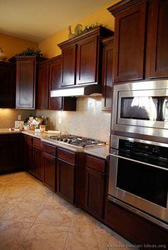 Traditional Dark Wood-Cherry Kitchen Cabinets #19 (Kitchen-Design-Ideas.org)