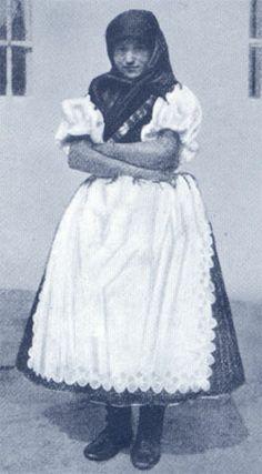 Menyecske héköznapi öltözetben-Hungary Folk Costume, Costumes, Hungary, Lace Skirt, Art Projects, Tulle, 1, Traditional, Romania