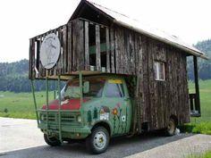 Pour ceux qui aiment l'originalité voilà un #campingcar unique et insolite.