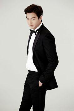 Picture days are always great for lee min ho. Korean Male Actors, Korean Men, So Ji Sub, Jackie Chan, New Actors, Actors & Actresses, Lee Min Ho Kdrama, The Great Doctor, Choi Jin Hyuk