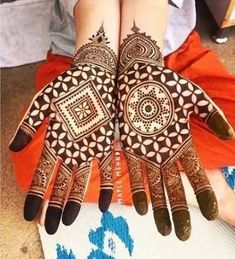 Get Karwa Chauth Mehndi Designs. Get Step by Step Henna (Mehandi Designs) for Karva Chauth that are Specially Designed to Impress Husband. Henna Hand Designs, Mehndi Designs Finger, Latest Arabic Mehndi Designs, Mehndi Designs 2018, Modern Mehndi Designs, Mehndi Design Pictures, Mehndi Designs For Beginners, Wedding Mehndi Designs, Mehndi Designs For Fingers