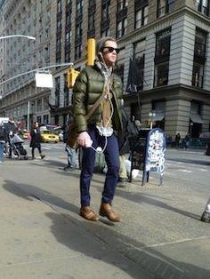 シャツ×カーディガン×ダウンジャケット×パンツ×靴×ニット帽