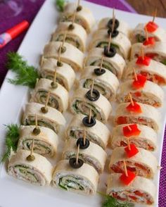 Holiday Appetizers, Appetizer Recipes, Party Sandwiches, Party Food Platters, Snacks Für Party, Food Decoration, Appetisers, Food Presentation, Finger Foods