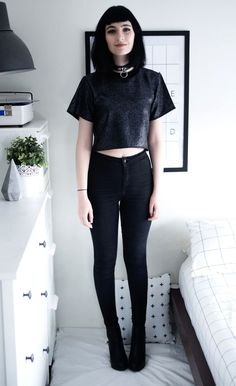 Speckled Crop Top, High Waisted Tight Skinny Black Joni Jeans & Black Platform Boots - http://ninjacosmico.com/29-grunge-outfit-ideas-fall/