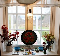 englekyss.blogspot.no Valance Curtains, Windows, Home Decor, Window, Interior Design, Home Interior Design, Ramen, Home Decoration, Decoration Home