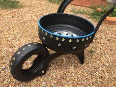 Tire Garden, Garden Yard Ideas, Garden Crafts, Garden Projects, Garden Art, Tire Furniture, Garden Furniture Design, Recycled Yard Art, Recycled Crafts