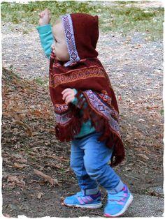 #Poncho con cappuccio per bambini  #ponchoalpaca bambina con cappuccio Ghita. #poncholana con cappuccio, disegno #etnico e frange. #lanaalpaca #modabimbi - See more at: http://www.lamamita.it/it-IT/store/abbigliamento-invernale/1/poncho-bimbo/poncho-con-cappuccio-bambini-ghita#sthash.FTmp6DMr.dpuf