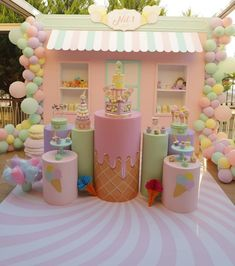 Candy Theme Birthday Party, Party Kulissen, Birthday Balloon Decorations, Kids Party Decorations, Candy Party, 2nd Birthday Parties, Pastell Party, Backdrops For Parties, Ice Cream Theme