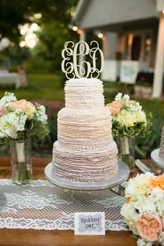 Unique, Textured Champagne Ombre Wedding Cake | Photo: Photo Love | Cake: Rick's Bakery |