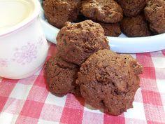 Gerdi süti: Diós-mazsolás keksz Cookies, Chocolate, Desserts, Dios, Crack Crackers, Tailgate Desserts, Deserts, Biscuits, Chocolates