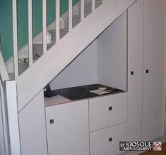 1000 images about sous l 39 escalier on pinterest bureaus stairs and so - Porte coulissante sous escalier ...