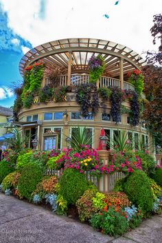 Niagara on the Lake - Bing Images ~beautiful little town full of quaint shops close to the Falls