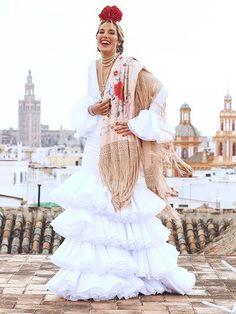 Feria de Abril: cómo se preparan Eugenia Osborne, Carla Hinojosa y otras 'influencers' en Sevilla - Foto 3 Flamenco Wedding, Spanish Culture, Spanish Style, Textile Design, Dream Wedding, Fashion Dresses, Boho, Wedding Dresses, Lady