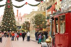 Christmas - Disneyland Paris - www.pinketcetera.com