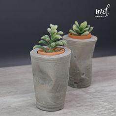 Concrete Planter Molds, Concrete Candle Holders, Diy Concrete Planters, Diy Planters, Cement Art, Concrete Crafts, Concrete Projects, Succulent Planter Diy, Beton Diy