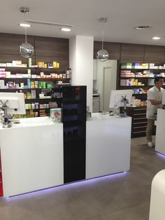 Mostrador farmacia Medical Office Design, Pharmacy Design, Retail Design, Cash Register, Layout, Stores, Grocery Store, Apothecary, Decoration