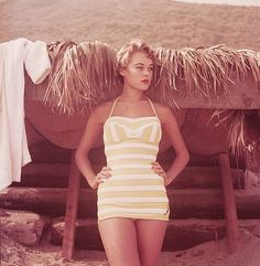 Vintage fashion photography by Milton Greene. - love the modesty in this suit. Vintage Bathing Suits, Vintage Swimsuits, Colorful Fashion, Retro Fashion, Vintage Fashion, 1950s Fashion Photography, Fashion 2018 Trends, Vogue Fashion, 3d Fashion
