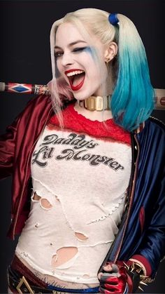 This Harley Quinn Cosplayer Looks So Much Like Margot Robbie It's Eerie Harley Quinn Tattoo, Harley Quinn Drawing, Harley Quinn Cosplay, Joker And Harley Quinn, Arlequina Margot Robbie, Margot Robbie Harley Quinn, Hearly Quinn, Marvel Movie Posters, Clowns